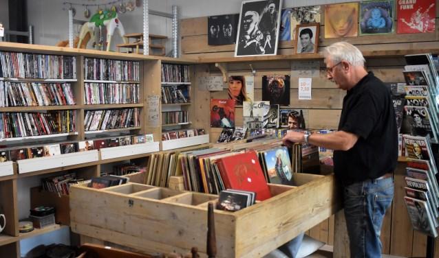 Echt weg was de vinylplaat nooit, maar nu is de lp weer helemaal terug. Ook bij de muziekafdeling van de kringloopwinkel merken ze dit. (Foto: Hetty Heijne)