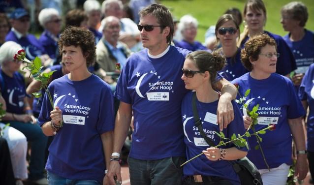 Gedurende 24 uur wandelen teams over een speciaal uitgezet parcours om zoveel mogelijk geld op te halen voor KWF Kankerbestrijding.