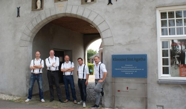 De vijf hebben een brouwketel van 200 liter zelf ontworpen en gebouwd in de kloosterbrouwerij. (foto: eigen foto)