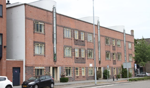 Het eerste voorbeeld van gestapelde woningbetonbouw in Den Bosch is gelegen aan het Emmaplein 6-22. Foto: Josephine Peren