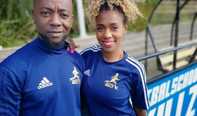 Benito en Sharon hebben het drukker dan ooit met hun voetbalschool