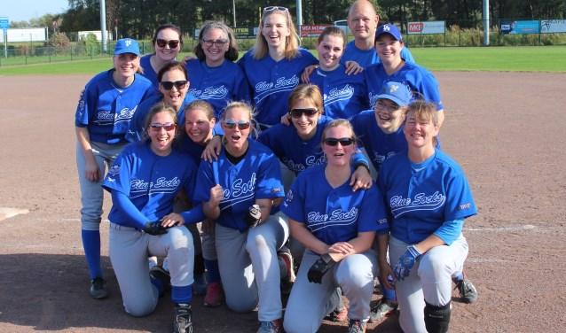 Het damesteam van Blue Socks pakte zondag de softbaltitel. (Foto: Henk Jansen)