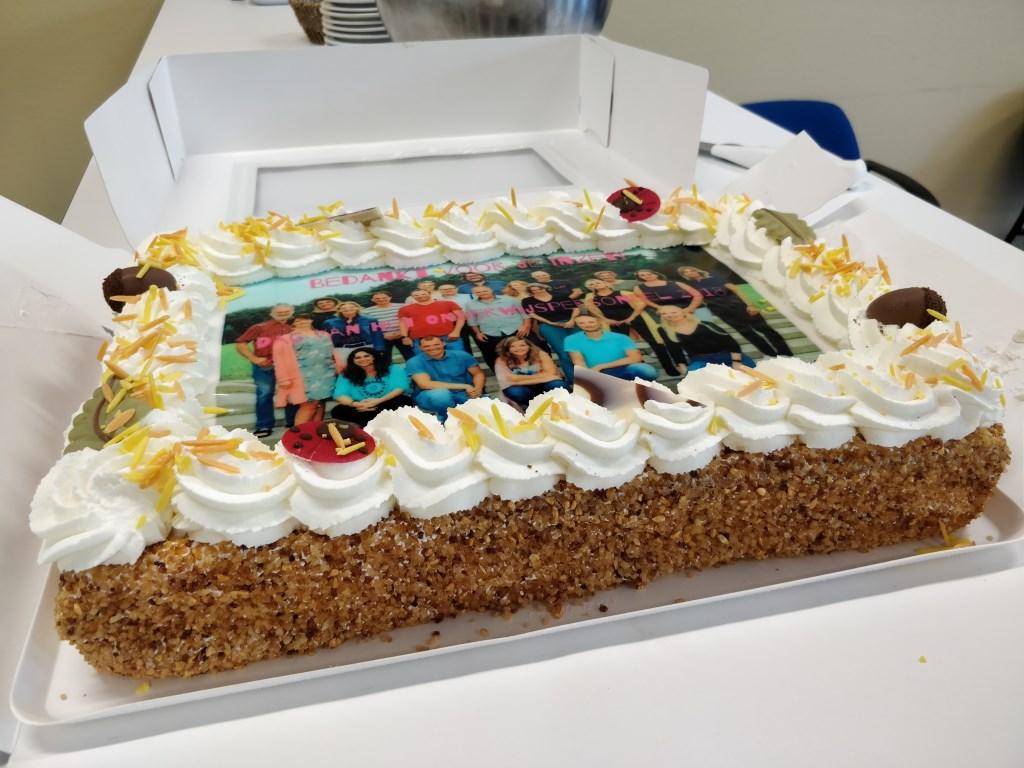 Een lekkere taart voor het Waldheim-mavo team. Foto: Jasper de Jong © Persgroep