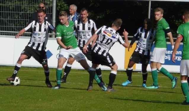 Het lukte Zwaluwen tegen XerxesDZB niet om het vorige week bij Ter Leede geleden verlies naar de vergetelheid te spelen. Het bleef in een saaie wedstrijd op 0-0 steken. (Foto: Persgroep/gsv)