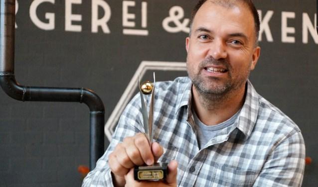 Frans van Hall van De HALL, burgerEI & zakenlui is de trotse winnaar van de Gouden Parel 2018.