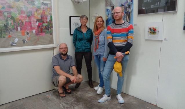 Vier van de kunstenaars bij de overzichtstentoonstelling: v.l.n.r. Peter van Haastrecht, Diny van der Aalsvoort, Monika Strugarek en Cas van Dijk. FOTO: Roy Visscher