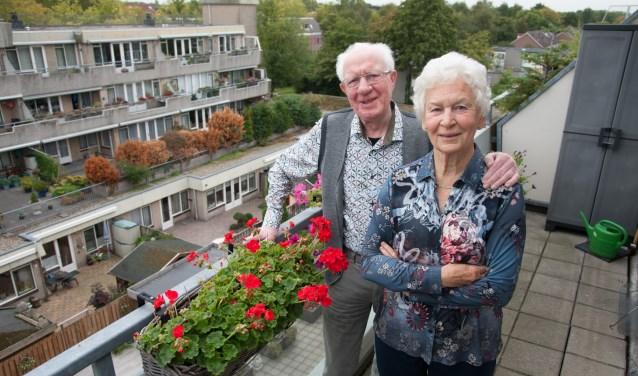 Het echtpaar heeft altijd vrijwilligerswerk gedaan op kerkelijk gebied. Daarnaast was de heer Veen lid van het bestuur van de Openbare Bibliotheek. (Foto: Ronald Kersten Fotografie)