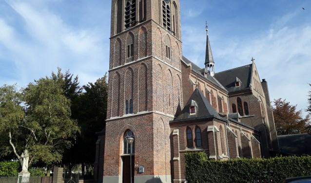 De kerk in Beers heeft onder meer een beeldbepalende functie voor het dorp. (foto: Jos Janssen)