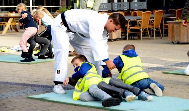 Joey's Judoschool (foto) en dansschool Badabounce gaven workshops. (Foto: Harry Koelewijn)