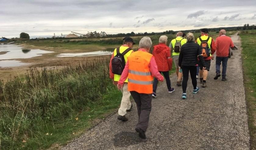 Wandelaars lopend vanaf de Teselaar in Bemmel