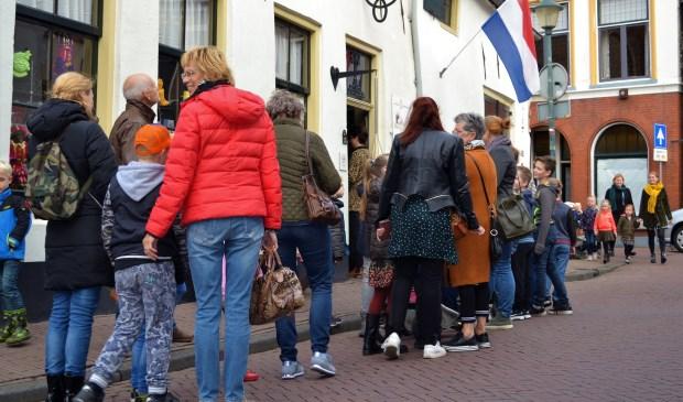 Een lange rij mensen voor de deur. Het was de afgelopen weken geen uitzondering voor het Nederlands Bakkerijmuseum in Hattem.
