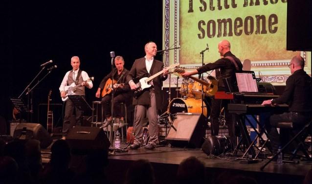 De Vlissingers Oscar Bax en Matthijs Goedegebuure geven met hun band Cashflow3 een concert in Baskenburg. FOTO: PR