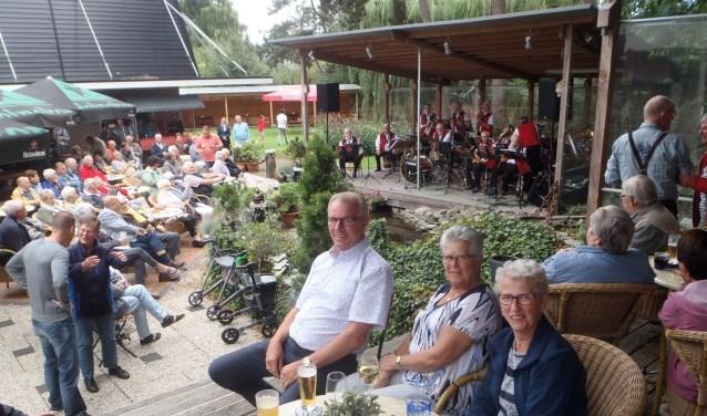 De stimmungskapel Die Roseländer Musikanten tijdens een van hun concerten bij Sieben Recreatie aan De Stok in Roosendaal. Foto: Sieben Recreatie.