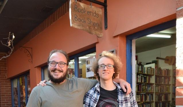 (r) Cies-Jan van Heerden en Sveinbjorn Einarsson, de IJslander waarmee hij de boekhandel gaat runnen. Samen voor de boekhandel Bookend.
