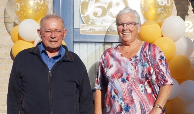 Het echtpaar De Graaf is 50 jaar getrouwd. Ze gaan dit nog vieren voor familie en vrienden.Tekst en foto:Els van denBogert