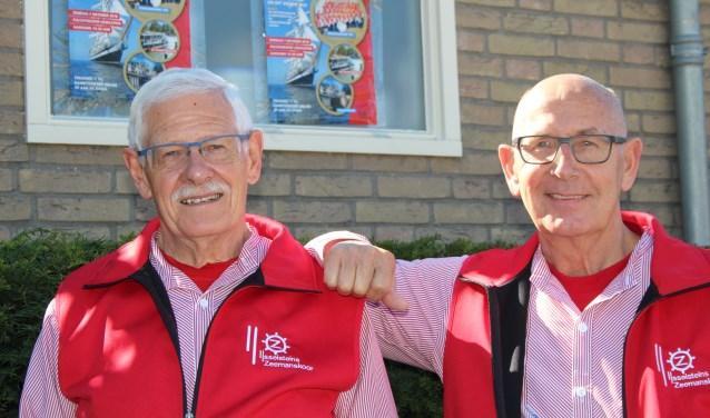 Onno van den Berg en Ton van Doorn verheugen zich met hun 'maten' op een bijzonder lustrumconcert. (Foto: Lysette Verwegen)