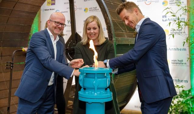Arno van Gestel, Commercieel Directeur Nuon WarmeMartien Louwers, wethouder van de Gemeente ArnhemJeroen Verwolf, Business Unit Manager, Wereldhave Nederland B.V.