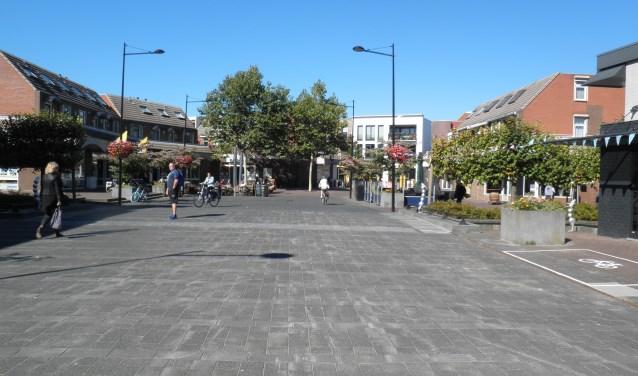 Het grote plein moet een dorps karakter krijgen met meer terrassen, veel groen en een speelse brug. Foto Kees van Rongen
