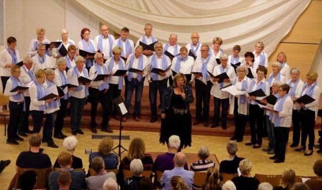 Gemengd koor Decibel Hattem zingt liedjes uit alle windstreken.