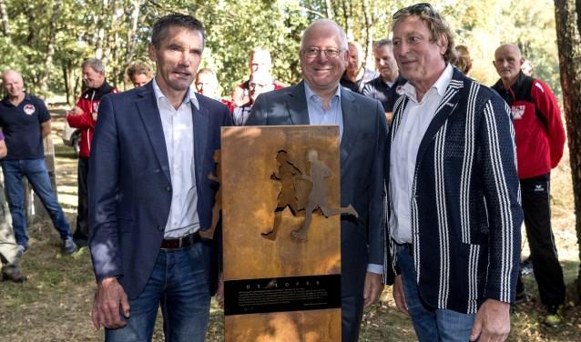 Harry uit het Broek, burgemeester John Joosten en Ruurd Hallema.