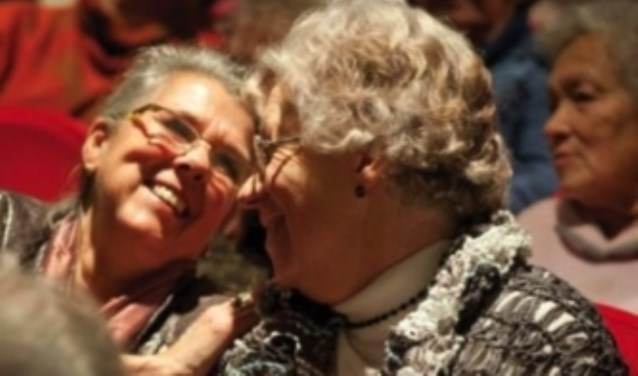 Stichting Vier het Leven organiseert culturele activiteiten voor ouderen (65+) die niet graag alleen op stap gaan.