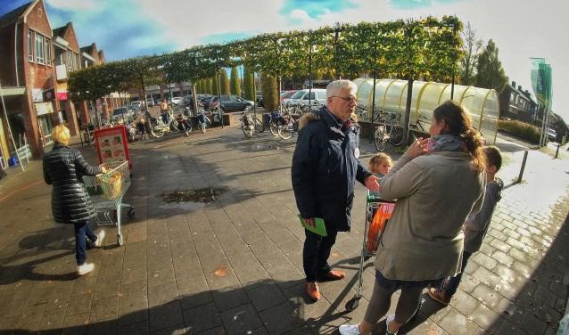 Lijsttrekker Paul Verschoor ging enthousiast met mensen in gesprek. (Foto: Privé)