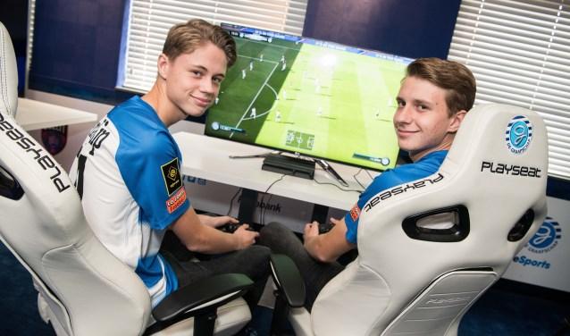 Dani Visser en Julian van den Berg (rechts) komen vanaf november voor de Superboeren uit in de eDivisie. (foto: Carlo Stevering fotografie)
