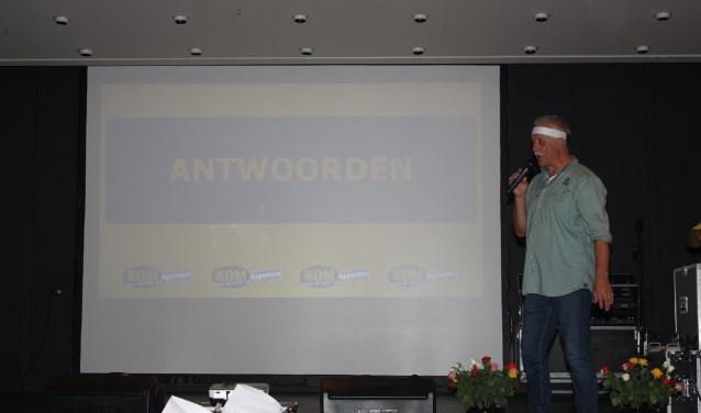Presentator Kees Konings tijdens de Appelternkwis.