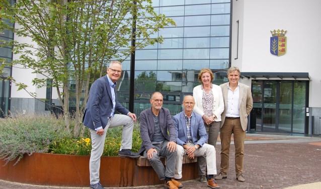 Het bestuur met v.l.n.r Jan Altink, Jan Nijland, Herman Grooten, Jellie Schelhaas-Leistra en Gerrit Dannenberg. Foto: Arjan Baan Fotografie.