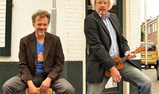 De liedjes van het muzikale duo Koek & Trommel, in Hooisteeg 10, brengen iedereen gegarandeerd in een vrolijke stemming.