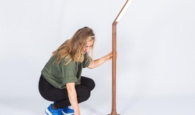 Irene van de Riet nam de vertakkingen van de beukenboom als uitgangspunt voor haar ontwerp. De waaiervormige groei van de zijtakken beschermt de beuk tegen direct zonlicht.