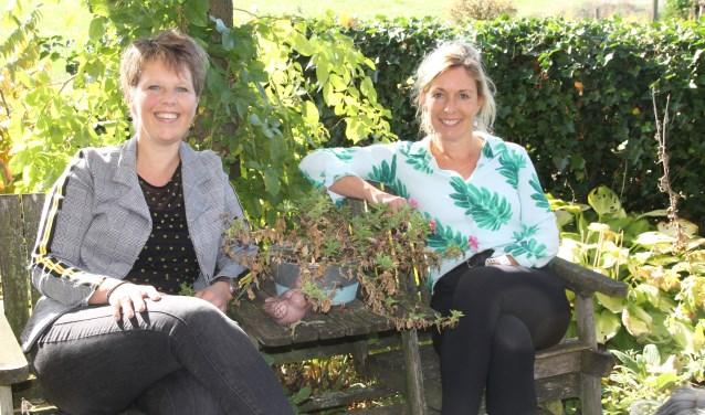 Heidi Schreurs (l.) en Desiree Heerdink houden samen met het SKB een themabijeenkomst over gevolgen van borstkanker. Foto: Lineke Voltman