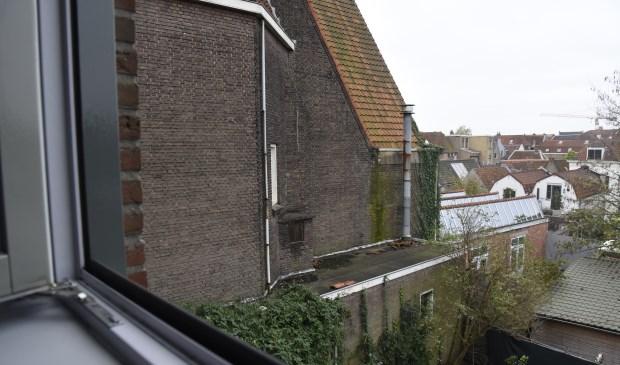 De Turfmarktkerk staat nagenoeg in de achtertuin van bewoners an het Clarissenhof. Wegens instortingsgevaar moeten wij voorlopig hun huis verlaten. Foto: Marianka Peters