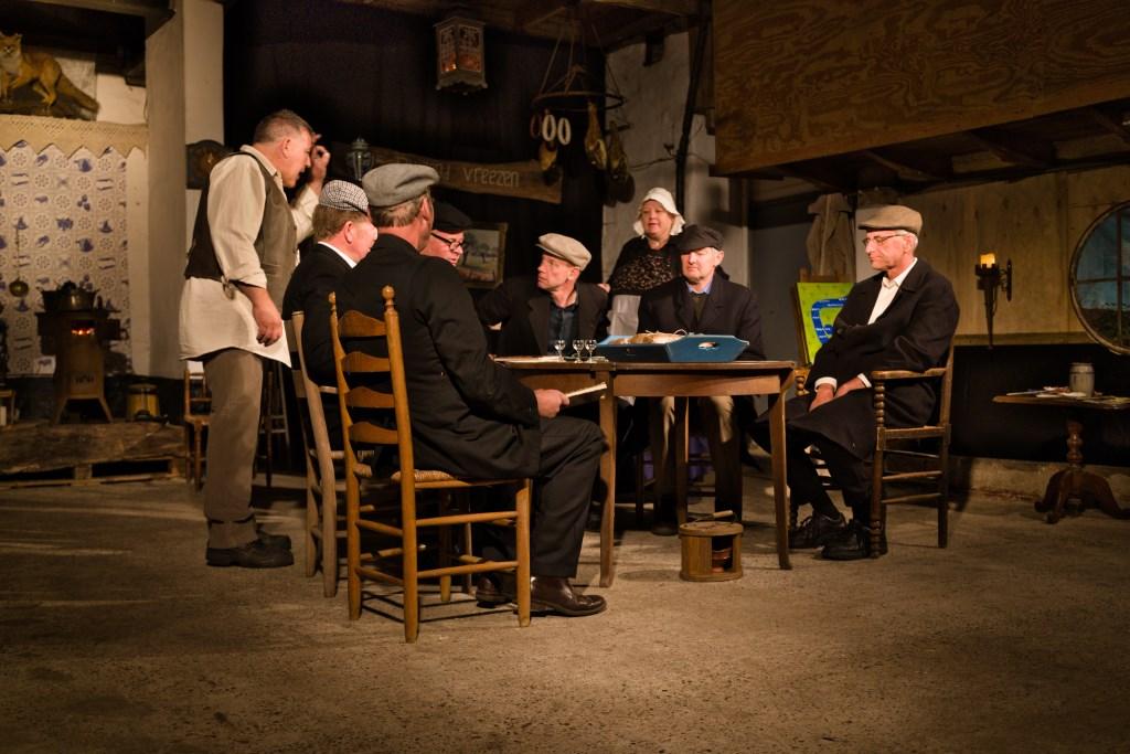 Vergadering van de Commissie in de gelagkamer van de herberg de Duizend Vreezen.