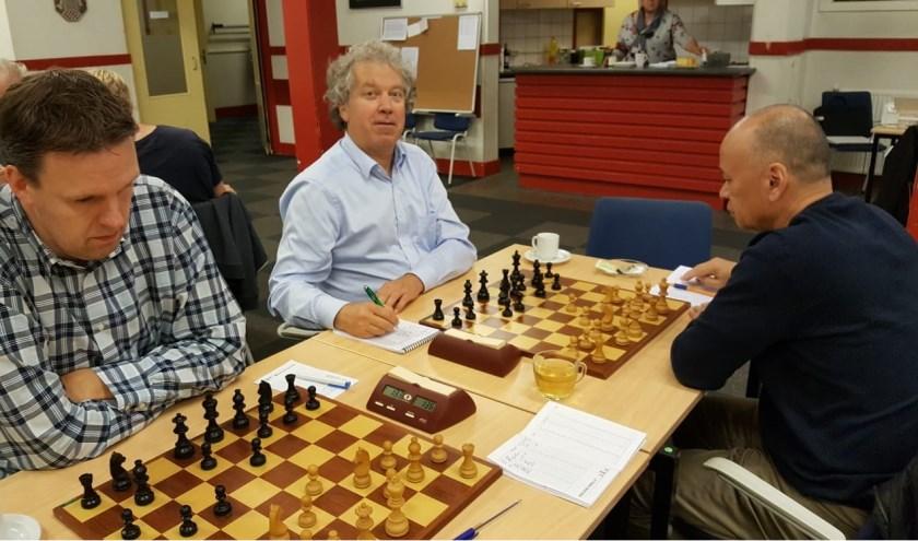 Martijn Pauw (links) leidt weer bij BSV Bennekom. De vrolijk kijkende Martin Markering is derde. (foto: Rinus van der Molen)