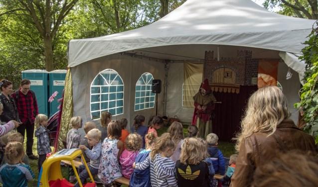 Een spannend theater maakt de Duurzame Markt ook aantrekkelijk voor kinderen mét hun ouders. (Foto: Let's do it Kids)