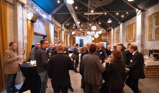 Buffet in het Ourhlokaal - leden van de Huntenkring Businessclub met teamleden sector economie van de gemeente Oude Ijsselstreek