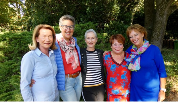 Deze zes dames van de Alcoaclub vertellen in Anders dan Anders over het geheim achter hun vriendschap.