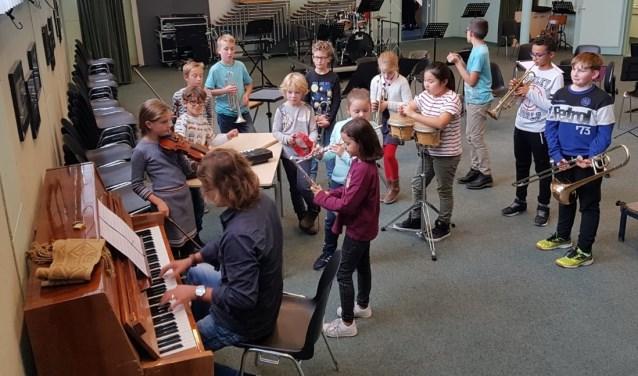 Er zijn weer tal van mogelijkheden om muziekles te volgen bij de Harmonievereniging (Foto: PR)