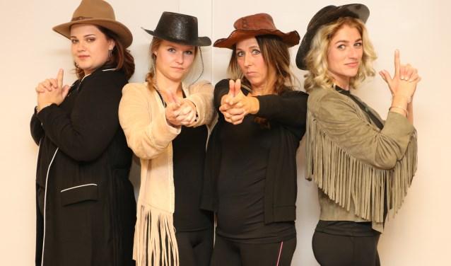 Vier van de zes dansers, v.l.n.r.: Lian Rood, Anouk  Haijtink, Petra Lankhorst en Wietske Eggink. (Foto: Arjen Dieperink)