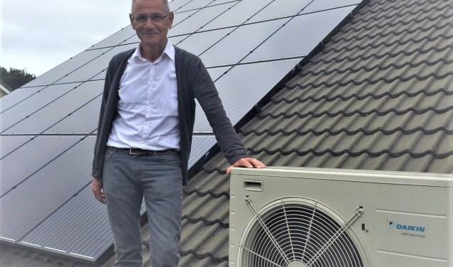 Ad van Rooij, blij met zijn warmtepomp en zonnepanelen, is de eerste bewoner die een advies heeft gekregen van Veldhoven Duurzaam. Inmiddels is hij vrijwilliger en bestuurslid van de vereniging.