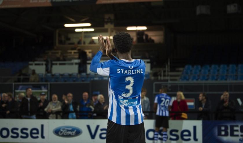 Matchwinner Collin Seedorf bedankt het publiek.