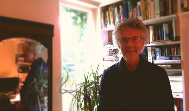 Harry van Roekel: zijn spiegelbeeld toont een andere kant van hem. Is zijn spiegelbeeld misschien toch een beetje de hoofdpersoon van zijn boek? Een leven vol literatuur, muziek en beeldende kunst…