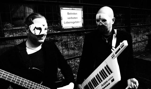 Xtort komt met oldskool Industrial met invloeden van DAF, Laibach, Cabaret Voltaire en Coil.
