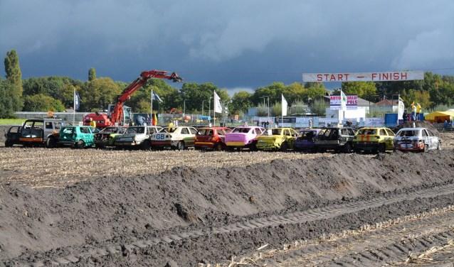 Hou jij van ronkende motoren en heel veel blikschade? Kom dan zondag naar de 39e editie van de autocross in De Moer. Het evenement gaat om 12.00 uur van start.