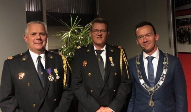 Van links naar rechts Paul Arts, Arie Beijer, burgemeester Luciën van Riswijk.