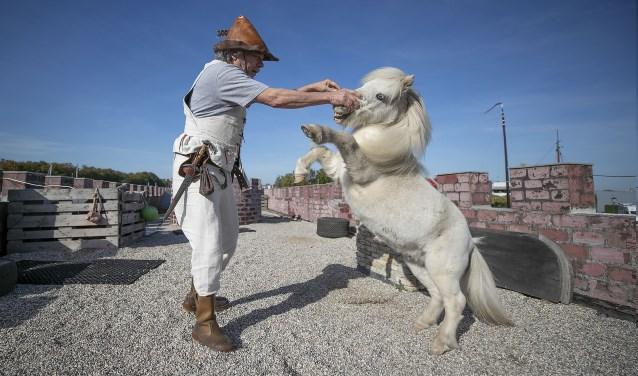 Lenny Vries en zijn paard zijn geweldig op elkaar ingespeeld. Foto's: Dik Kuiper Foto: Dik Kuiper © Persgroep