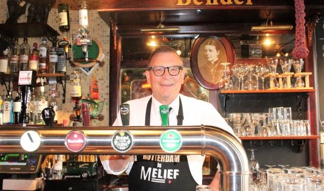 Roland van der Meer staat al meer dan drie decennia achter de tap van Melief Bender. (Foto: Annemarie van der Ploeg)