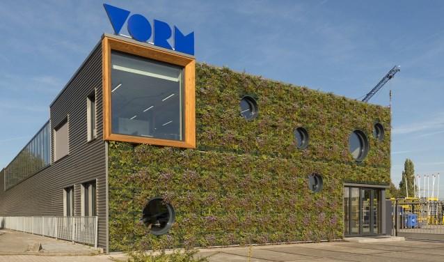 De ecologische wand van het verduurzaamde pand van VORM Materieel. (Foto: VORM)