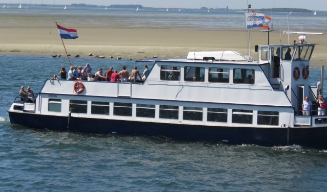 De unieke Frisia Rondvaarten doen met de zeehondensafari één van de zandbanken in de Oosterschelde aan. FOTO: PR
